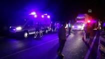 GÖZYAŞı - Kamyonetle Traktör Çarpıştı Açıklaması 1 Ölü, 2 Ağır Yaralı