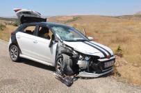 Otomobil İle Motosiklet Çarpıştı Açıklaması 1 Ölü, 8 Yaralı