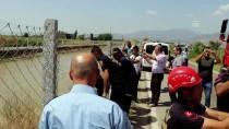 ÇEŞTEPE - Aydın'da Minibüs Sulama Kanalına Devrildi