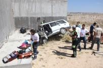 Otomobil Köprülü Kavşağın Beton Ayağına Çarptı Açıklaması 2 Ölü, 4 Yaralı