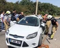 BELEVI - Yolcu Otobüsü İle Otomobil Çarpıştı Açıklaması 2'Si Ağır 3 Yaralı