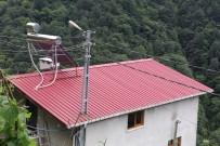 ELEKTRİK DİREĞİ - 12 Yıldır Kaldırtamadığı Elektrik Direğini Çatının İçerisinden Geçirdi
