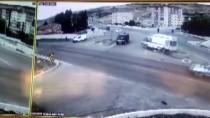 Ambulans Kavşakta Bekleyen Minibüse Çarptı Açıklaması 5 Yaralı