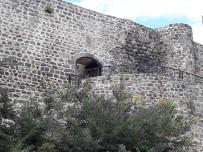 UNESCO - Niksar'da Tarihi Kale Surlarına Çirkin Saldırı