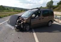 Sürücü Uyuyakaldı, Araç Bariyerlere Çarptı Açıklaması 2 Yaralı