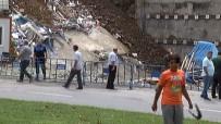 ÇÖKME TEHLİKESİ - Çökme Tehlikesine Rağmen Vatandaşlar Canını Hiçe Saydı