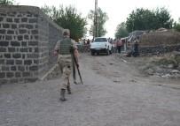 GAZİ YAŞARGİL - Diyarbakır'da Arazi Kavgası Açıklaması 9 Yaralı