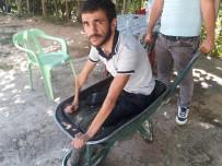 Engelli Genç El Arabasıyla Gezdiriliyor