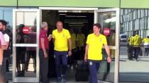 TEZAHÜRAT - Fenerbahçe Kafilesi İzmir'e Geldi