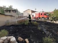 Karaman'da Tutuşan Otlar Eve Sıçramadan Söndürüldü