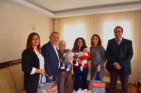 KUŞADASI BELEDİYESİ - Kuşadası'nda Dünyaya Gelen 442 Bebeğe 'Hoş Geldin' Ziyareti