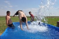 İSMAİL DEMİR - Sıcaktan Bulanan Çiftçiler Traktör Römorkunu Havuza Çevirdi