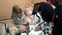 EVDE TEK BAŞINA - Evde Bakıma Muhtaç Vatandaşların Yardımına Onlar Koşuyor