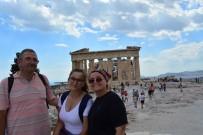 SABİHA GÖKÇEN - Gazeteci Cinokur Ve Ailesi Ziyaretten Vazgeçince Olası Bir Felaketten Kurtuldu