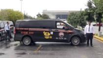 TAKSİ PLAKASI - Havalimanı Yolcuları Renkli Taksileri Sevdi
