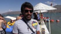 TURİZM CENNETİ - Hazar Gölü Doğu'daki Tatilcilerin Gözdesi Oldu