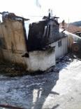 YAŞLI KADIN - Yangında İki Katlı Ev Kullanılamaz Hale Geldi