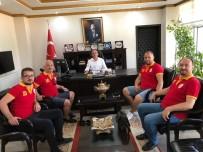 HÜSEYIN ÖNER - Burhaniye'de Kaymakam Öner; Galatasaraylıları Kabul Etti