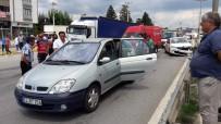 ZİNCİRLEME KAZA - Sakarya'da 50 Metre Arayla İki Trafik Kazası Açıklaması 8 Yaralı