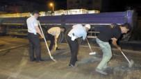 ZİNCİRLEME KAZA - Yol Kapanınca Temizlik Polislere Kaldı
