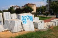 VEFA SALMAN - 17 Ağustos Deprem Anıtı'nı Spreylerle Boyadılar