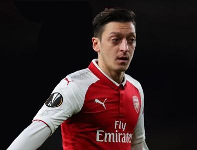 Mesut Özil sahaya kaptan çıktı