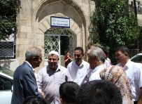 SELAHADDIN EYYUBI - Haliliye Belediyesi Caminin Halılarını Yeniledi