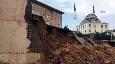 Sancaktepe'de Bir İlkokulun Duvarı Çöktü