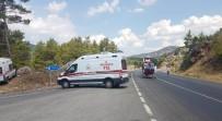 TUR OTOBÜSÜ - Çinli Turistleri Taşıyan Tur Otobüsü Otomobil İle Çarpıştı Açıklaması 2 Ölü, 31'İ Çinli 33 Yaralı