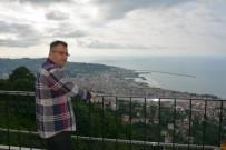 Gazeteci Cem Küçük, Tatilini Memleketinde Geçiriyor