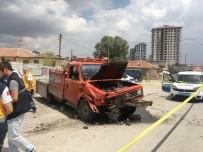 BAĞLUM - Kamyonet İle Otomobil Çarpıştı Açıklaması 1 Ölü, 1 Yaralı