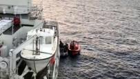 GAMBIYA - İzmir'de 45 Kaçak Göçmen Yakalandı