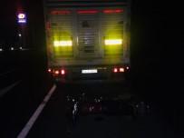 Lastiği Patlayan Tır'a Çarpan Motosiklet Sürücüsü Olay Yerinde Hayatını Kaybetti