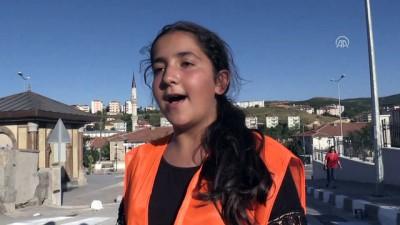 Öğrencilerden Okul Önüne '3 Boyutlu' Yaya Geçidi