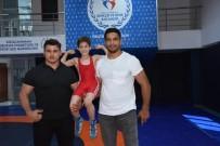 TAHA AKGÜL - Şampiyon Güreşçiler Melih'le Buluştu