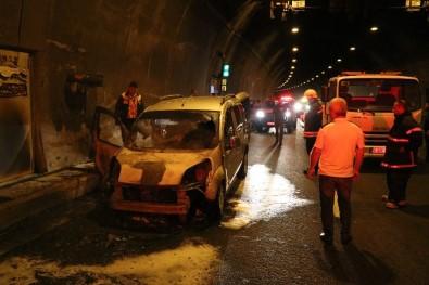 Seyir Halindeki Araç Bolu Dağı Tüneli'nde Yandı