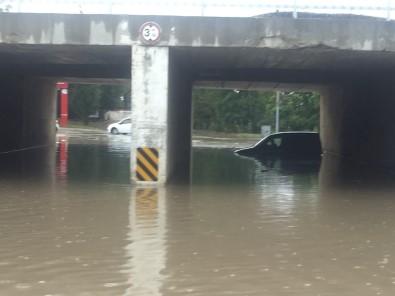 Araçlar Suya Gömüldü