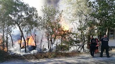 Bahçede Hurdalıkta Çıkan Yangın Evlere Sıçradı