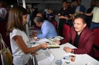 Başkan Yazıcı, Şile Belediyesi 2. Kitap Festivali'nde Eserlerini İmzaladı