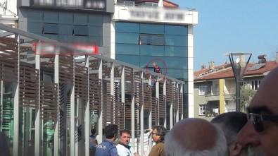 Belediye Binası Önünde Silahla Havaya Ateş Açıldı
