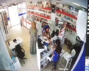 Cep Telefonu Hırsızlık Anları Güvenlik Kamerasına Yansıdı
