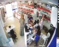YAŞLI KADIN - Cep Telefonu Hırsızlık Anları Güvenlik Kamerasına Yansıdı