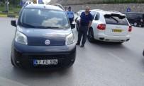 ALEYNA - İki Otomobil Çarpıştı Açıklaması 8 Yaralı