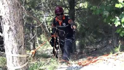 Kayalıklarda Mahsur Kalan Paraşütçüyü AFAD Kurtardı
