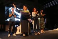 KUŞADASI BELEDİYESİ - Kuşadası'nda ' Aşk Dersleri ' sahnelendi