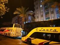 YERLİ TURİST - Kuşadası'nda Turist Otobüsüne Molotoflu Saldırı
