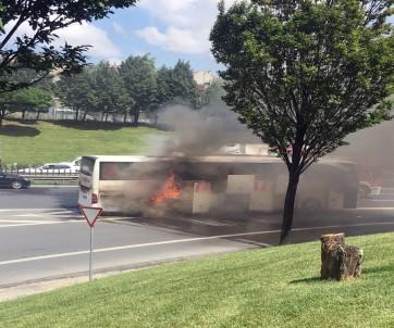 Şehirlerarası Yolcu Otobüsü Alev Alev Yandı