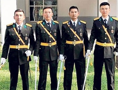 TSK'da bir ilk: Subay oldular