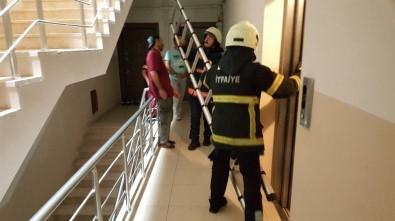 Asansör Boşluğuna Düşen Kediyi İtfaiye Kurtardı