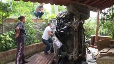 Çekmeköy'de Cip Bahçeye Yuvarlandı Açıklaması 2 Yaralı